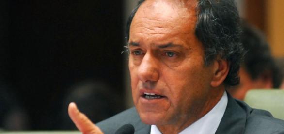 Scioli recibe apoyo de massistas