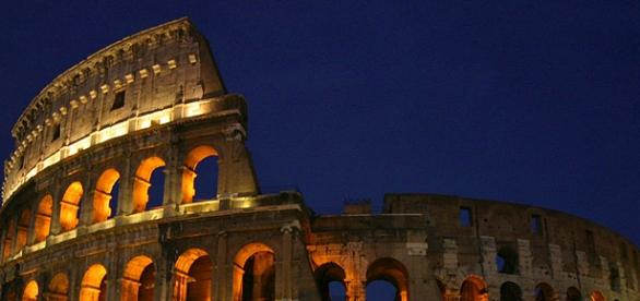 The Coliseum at night | Wikimedia Commons
