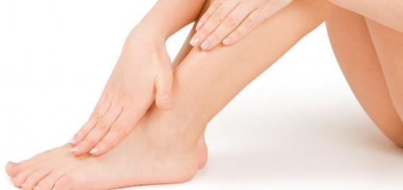 Scapă de efectul nedorit al picioarelor umflate
