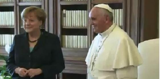 captura de pantalla Papa Francisco y Angela Merkel