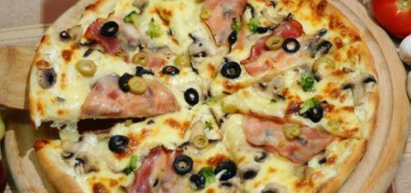 Pizza carbonara con masa artesana