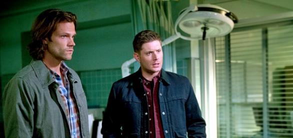 Sam e Dean Winchester in Supernatural 11x01