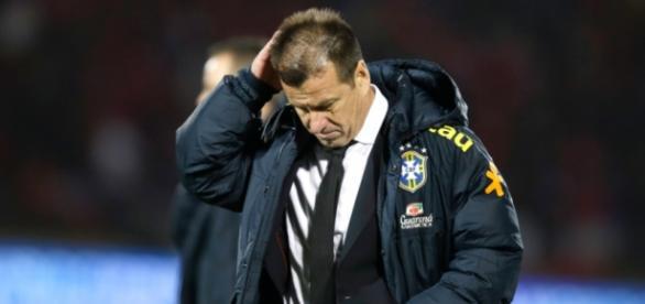 A insatisfação de Dunga na derrota contra o Chile.