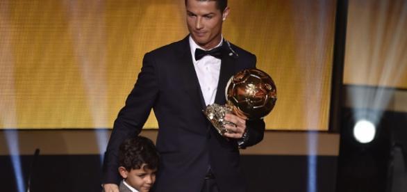 Cristiano Ronaldo com seu filho.