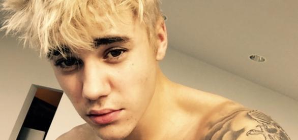 Justin Bieber foi fotografado coompletamente nu.