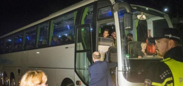 Uchodźcy przyjeżdżają do Oranje - nu.nl