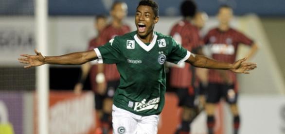 Bruno Henrique fez o segundo gol do Goiás.