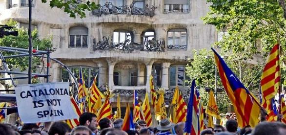 Catalonians want to have their own nation.