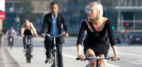 Francia pagará a los empleados por ir en bici
