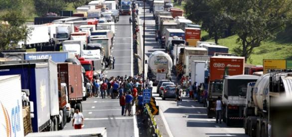 Greve dos profissionais da estrada ganha força