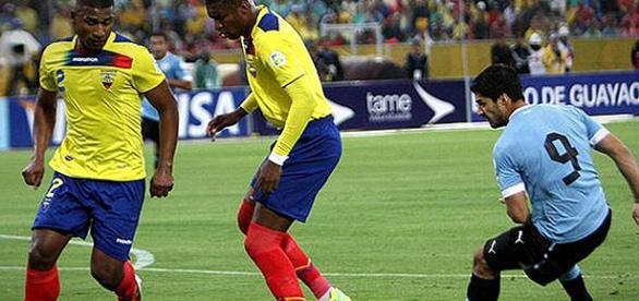 Equador e Uruguai disputam a liderança em Quito