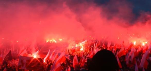 Marsz Niepodległości w Warszawie. Minuta ciszy.