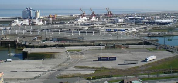 Portul Calais, punct de plecare pentru imigranţi