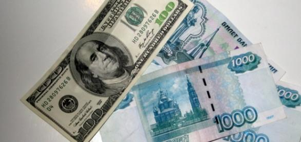 Rusia renunta la dependenta de dolar