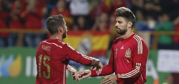 Sergio Ramos y Piqué, en un partido de España