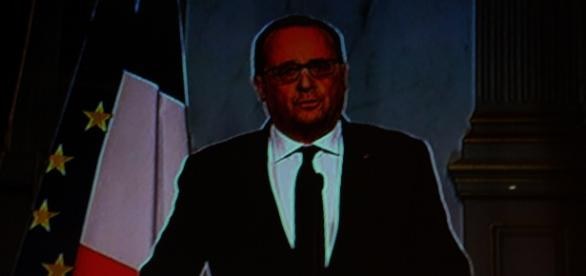 Hollande addresses his nation in shock