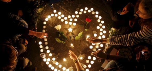 Homenagem às vítimas da passada sexta-feira