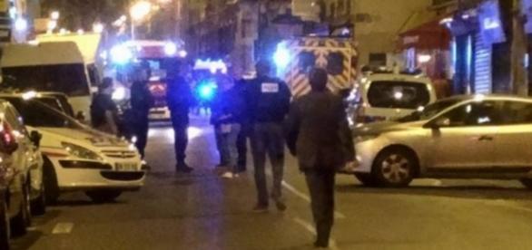 Homens armados fazem ataques simultâneos em Paris