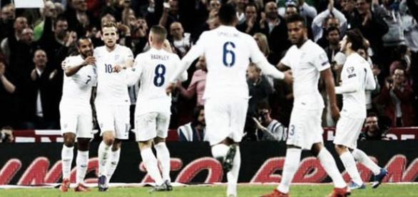 Los jugadores de Inglaterra, celebrando un gol