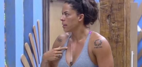 Rebeca Gusmão tenta o suicídio.