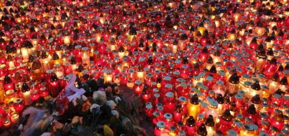 Dziś znicze palą się by uczcić ofiary z Paryża.