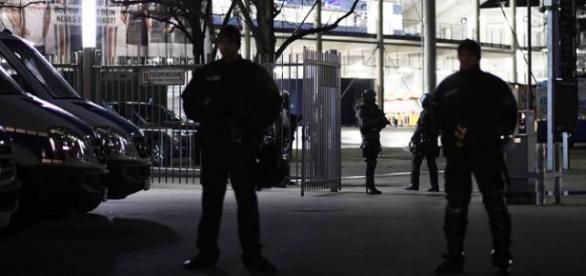 Forças de segurança mantém prontidão em Hannover.