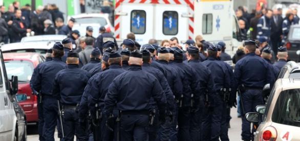 Forças de segurança se espalham por toda Paris.