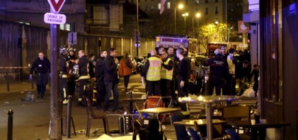 Imagens dos efeitos dos ataques em Paris