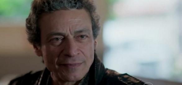 Bento faz chantagem com Luís em 'Além do Tempo'