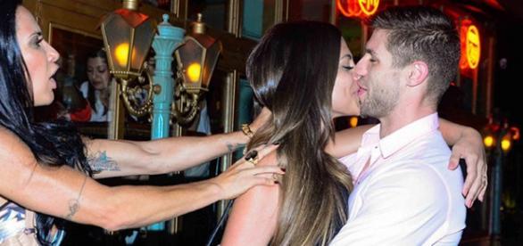 Jonas e Mari Gonzales se beijando