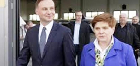 Beata Szydło złożyła hołd ofiarom z Paryża
