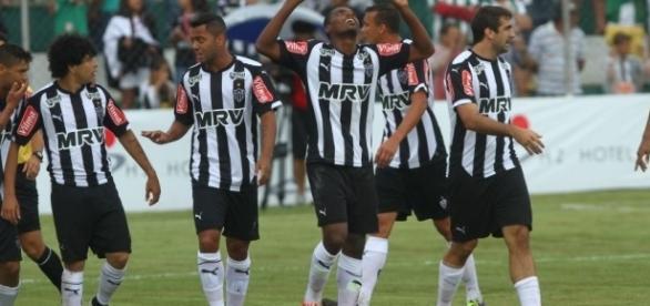 Jogadores do Atlético comemorando mais um gol