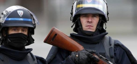 Polícia desencadeia operação no subúrbio de Paris