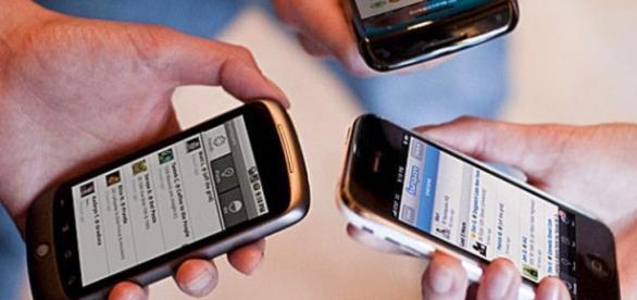 Senado aprova proibição da venda de celulares