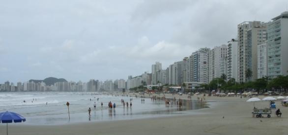 Apartamento fica na praia do Guarujá