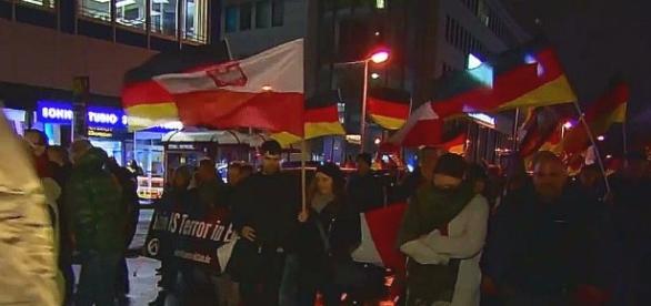Polskie flagi znowu na czele niemieckich patriotów
