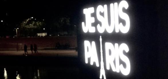 Je suis Paris, apos os atentados de sábado 14