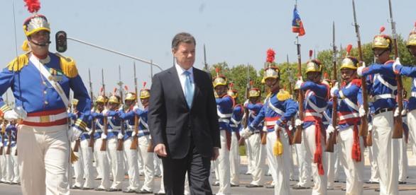 Juan Manuel Santos en un desfile