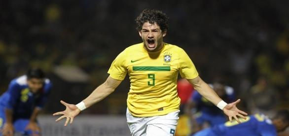Pato, tras anotar un gol con su selección