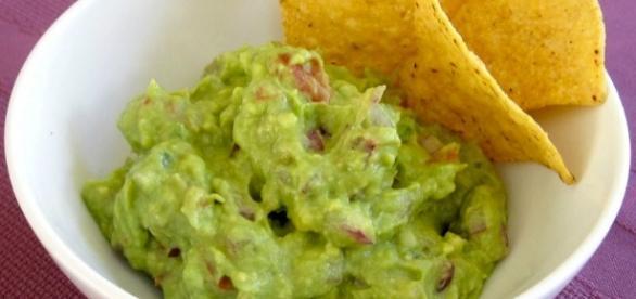 Salsa guacamole original para acompañar nachos