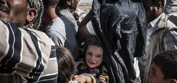 Varios refugiados intentando huir