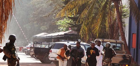 Grupo terrorista mantém reféns em Mali