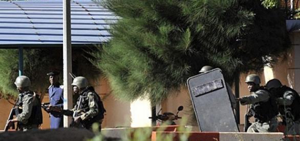 Polícia invade hotel em Mali para libertar reféns