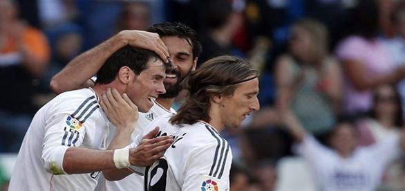 Tres jugadores del Real Madrid, celebrando un gol