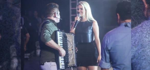 Thábata canta com Bruno e Marrone