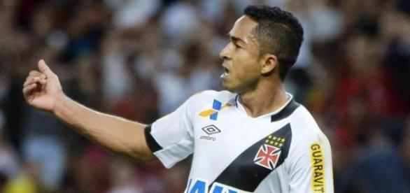 Jorge Henrique ajudou no segundo gol do vasco.
