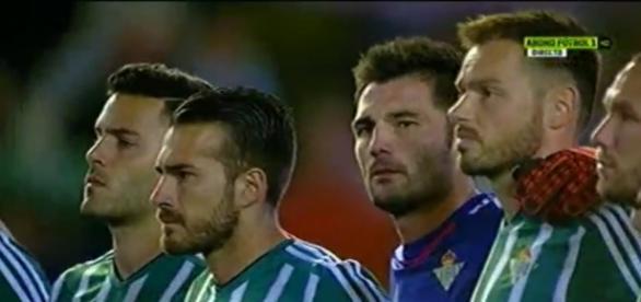Los jugadores durante el minuto de silencio