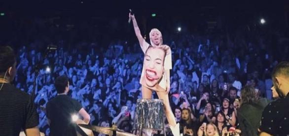 Miley Cyrus na Bangerz Tour (2014)