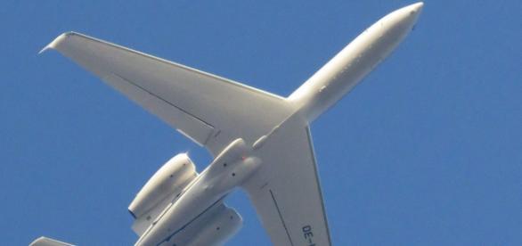 Avión de combate ruso en pleno vuelo