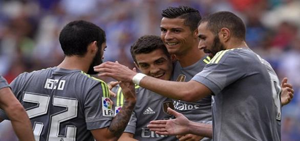Isco, Crsitiano, Kovacic y Benzema celebran un gol